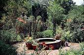 view [Maddygreen]: raised pool with steel arch. digital asset: [Maddygreen]: raised pool with steel arch.: 1998 Jun.