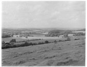 view [Miscellaneous Sites in England, Series 1]: an unidentified landscape, possibly in the area of the South or North Downs. digital asset: [Miscellaneous Sites in England, Series 1] [glass negative]: an unidentified landscape, possibly in the area of the South or North Downs.