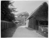 view [Miscellaneous Sites in Shere, Surrey, England, and Vicinity, Series 1]: an unidentified house and farm building. digital asset: [Miscellaneous Sites in Shere, Surrey, England, and Vicinity, Series 1] [glass negative]: an unidentified house and farm building.