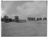 view [Miscellaneous Sites in Shere, Surrey, England, and Vicinity, Series 2]: a farm in an unidentified location. digital asset: [Miscellaneous Sites in Shere, Surrey, England, and Vicinity, Series 2] [glass negative]: a farm in an unidentified location.