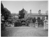 view [Miscellaneous Sites in Somerset, England]: Lydeard House, on West Street in Bishops Lydeard. digital asset: [Miscellaneous Sites in Somerset, England] [glass negative]: Lydeard House, on West Street in Bishops Lydeard.