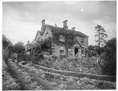 view [Chatsworth Estate]: a house in the estate village of Edensor. digital asset: [Chatsworth Estate] [glass negative]: a house in the estate village of Edensor.