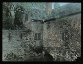 view [Miscellaneous Sites in Groombridge, Kent, England]: the garden or gate house over the moat at Groombridge Place. digital asset: [Miscellaneous Sites in Groombridge, Kent, England]: the garden or gate house over the moat at Groombridge Place.: [between 1925 and 1935]