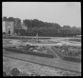 view [Penshurst Place]: the sunken garden, also known as the Italian garden. digital asset: [Penshurst Place] [lantern slide]: the sunken garden, also known as the Italian garden.