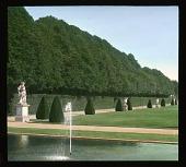 view [Château de Vaux-le-Vicomte]: hedges, water feature, sculpture, and walkways. digital asset: [Château de Vaux-le-Vicomte]: hedges, water feature, sculpture, and walkways.: 1936 Jun.