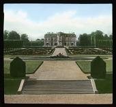 view [Château de Champs-sur-Marne]: the château and its formal parterre garden. digital asset: [Château de Champs-sur-Marne]: the château and its formal parterre garden.: 1936 Jul.