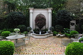 view [The Friersons' Hidden Retreat]: the antique urn in the Palladian fountain is a family heirloom. digital asset: [The Friersons' Hidden Retreat]: the antique urn in the Palladian fountain is a family heirloom.: 2012 Mar.