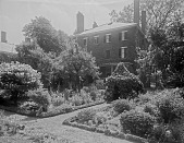 view [Miscellaneous Sites in Salem, Massachusetts]: the house and garden at 26 Chestnut Street. digital asset: [Miscellaneous Sites in Salem, Massachusetts] [glass negative]: the house and garden at 26 Chestnut Street.