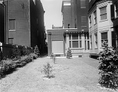 view [Jenkins Garden]: the back yard at 721 St. Paul Street before landscaping. digital asset: [Jenkins Garden] [glass negative]: the back yard at 721 St. Paul Street before landscaping.