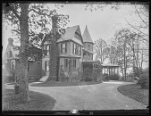 view [Tanglewood]: the house and driveway. digital asset: [Tanglewood] [glass negative]: the house and driveway.