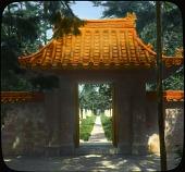 view [Abby Aldrich Rockefeller Garden]: Chinese entrance gate. digital asset: [Abby Aldrich Rockefeller Garden]: Chinese entrance gate.: [between 1914 and 1949?]