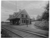 view [Miscellaneous Sites in Glen Ridge, New Jersey]: Chestnut Hill Station (later Benson Street Station). digital asset: [Miscellaneous Sites in Glen Ridge, New Jersey] [glass negative]: Chestnut Hill Station (later Benson Street Station).