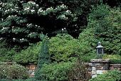 view [Treetops]: entrance court. digital asset: [Treetops]: entrance court.: 2001 Jul.