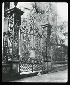 view [Miscellaneous Sites in Charleston, South Carolina]: gate and fence in front of Stoney House. digital asset: [Miscellaneous Sites in Charleston, South Carolina]: gate and fence in front of Stoney House.: [between 1914 and 1949?]