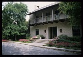 view [Holland Garden]: the front of the house features a bluestone cobble motor court. digital asset: [Holland Garden]: the front of the house features a bluestone cobble motor court.: 2012 Apr.