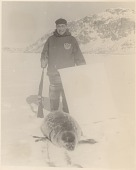 view Man (Baffinland Inuit) with rifle digital asset: P32310