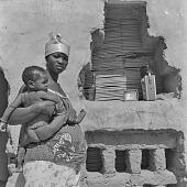 view Bamana (Bambara) woman holding her child in Kolokani, Mali digital asset: Bamana (Bambara) woman holding her child in Kolokani, Mali