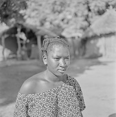view Malinke (Mandingo) woman in Sibi, Mali digital asset: Malinke (Mandingo) woman in Sibi, Mali