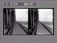 view Building the Blackwell's Island bridge. Cat. No. 78 : stereoscopic photonegative digital asset number 1