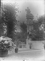 view [Unidentified Garden in Massachusetts, No. 1]: terraces and arbor. digital asset: [Unidentified Garden in Massachusetts, No. 1]: terraces and arbor.: [between 1920 and 1939]