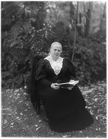 view [Unidentified Garden in Cohasset, Massachusetts]: an unidentified woman, probably Mary Sears Towle. digital asset: [Unidentified Garden in Cohasset, Massachusetts] [glass negative]: an unidentified woman, probably Mary Sears Towle.