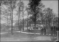 view [Unidentified Gardens in Summit, New Jersey]: house with greenhouse attached. digital asset: [Unidentified Gardens in Summit, New Jersey]: house with greenhouse attached.: [between 1914 and 1949?]