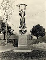 view Pleasant Plains War Memorial [sculpture] / (photographer unknown) digital asset number 1