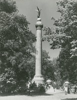 view Battle Monument [sculpture] / (photographed by Underwood & Underwood) digital asset number 1