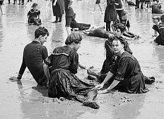 Bathers at Atlantic City, about 1900