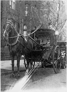 Alice Maury Parmelee and her driver in her hansom cab, about 1920