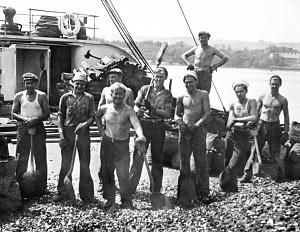 The <i>Oak</i>'s crew