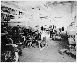 Ford repair shop, Oklahoma, 1911
