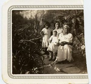 Juana Gallegos's children and her mother in Matehuala, Mexico