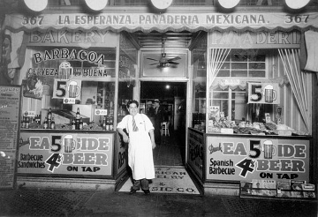 Ezequiel Moreno in front of La Esperanza, around 1940s