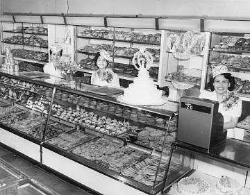 Employees inside La Esperanza, around 1950s