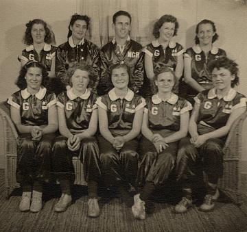 Marge Villa (bottom row, center) with Garvey Stars team, 1939