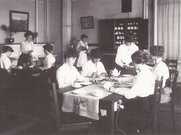 Women's lunch room, United Shoe Machinery Corporation, 1915