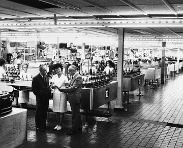 Ernest and Julio Gallo in the bottling room, 1966