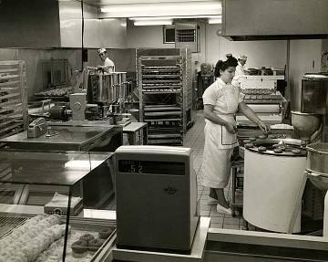 Doughnut shop, 1950s