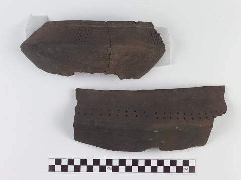 Image 1 for Vessel fragment/potsherd with effigy/adorno