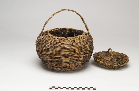 Image 1 for Basket with cover