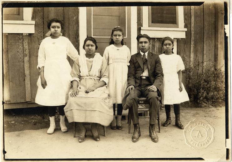 Abundio and Concha Sanchez's children, around 1919