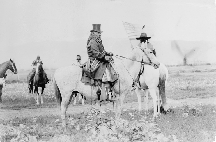 A chief wearing both western and Native clothing