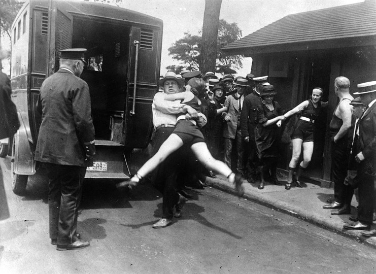 Under arrest in Chicago, 1922