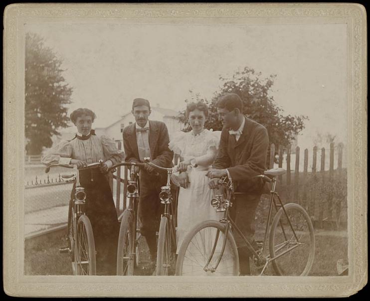 Coed cyclists, 1910s
