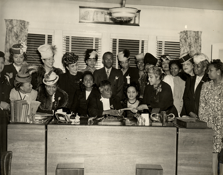 Picture of Marjorie Stewart Joyner and Mary McLeod Bethune, 1947