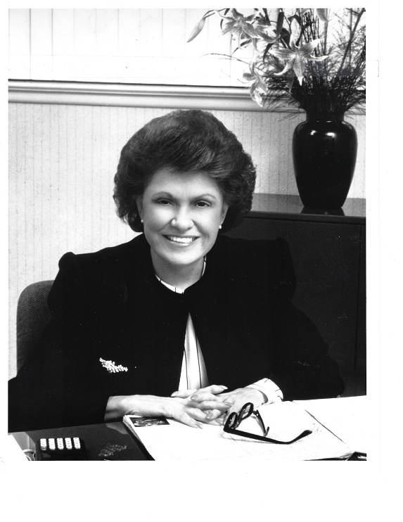 Lillian Vernon at her desk, 1985