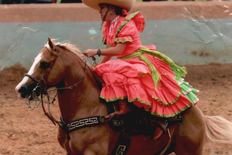 Verónica Dávila during esaramuza competition