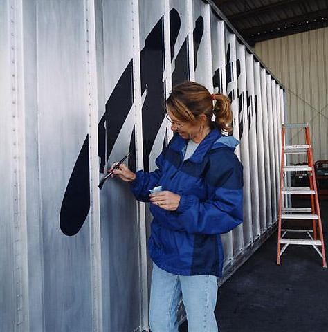 Painting the container's logo