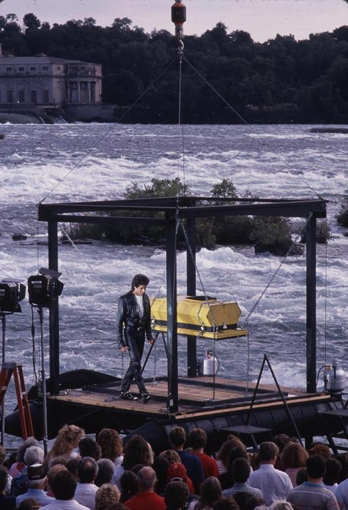 David Copperfield at Niagara Falls with audience, 1990